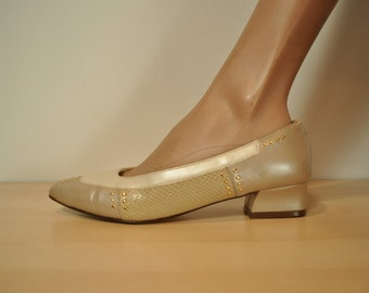 Sz. 7.5 / 8 - Taupe Pumps, Champagne, Studs, 80s