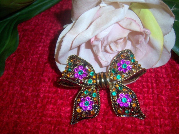 Large Gorgeous Chaton Bow Brooch