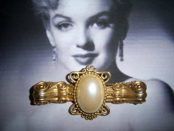 Signed AJC Large Opalescent Pearl Bar Pin  Bridal Brooch Bouquet