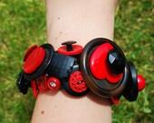 Vintage Button Bracelet in 'Black & Red'