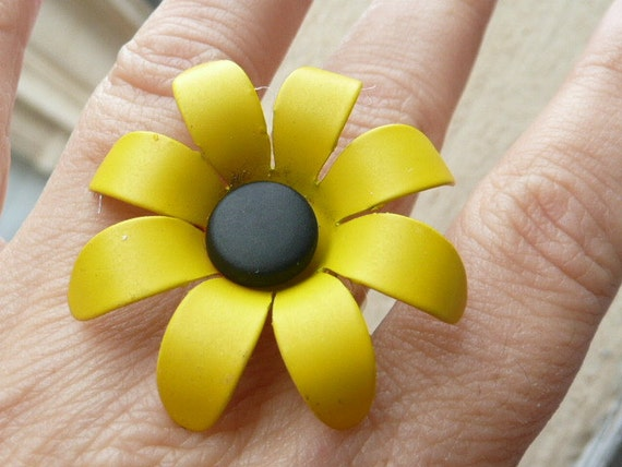 Marie-Claude statement cocktail ring - adjustable - chic matte yellow and black daisy - painted metal - repurposed vintage