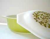 Vintage  Pyrex Serving Dish /  Verde Mistletoe Casserole