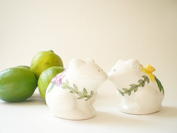 Vintage Salt  & Pepper Shakers, Ceramic Frog Figurines, Spring Kitchen Decor