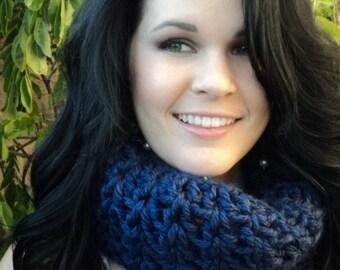Blue Chuncky Crochet Cowl/crochet cowl/crochet scarf/ gift
