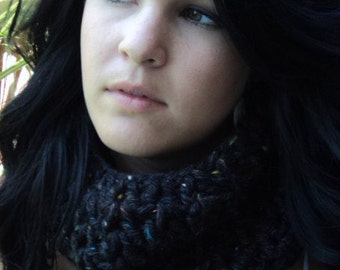 Crochet cowl scarf/Chunky Black crochet Cowl/Christmas gift