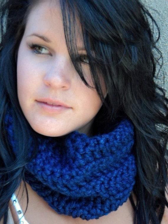 Blue crochet cowl/crochet cowl/Christmas gifts/Kentucky Blue