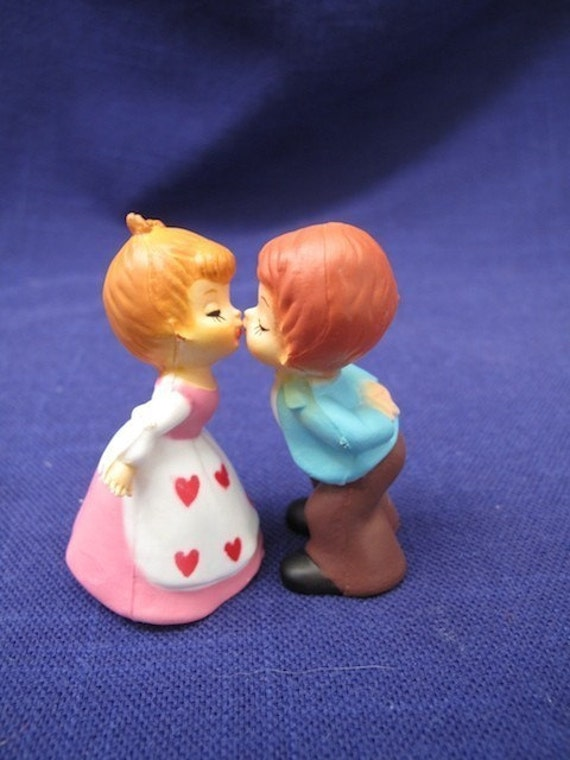 3 Pair Kissing Couple Vintage Cake Toppers