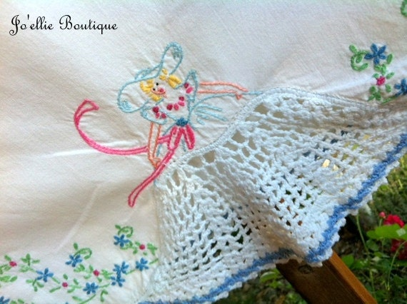 Reserved-----vINTAGE...LITTLE bO- pEEP..... eMBROIDERED....aND cROCHETED .....pILLOWCASE sET....