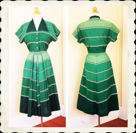 KILLER Early 1950's Rich Green Gradated Chevron Day Dress w/ Huge Winged Collar & Single Hidden Side Pocket - Lucite Buttons - VLV - Size M