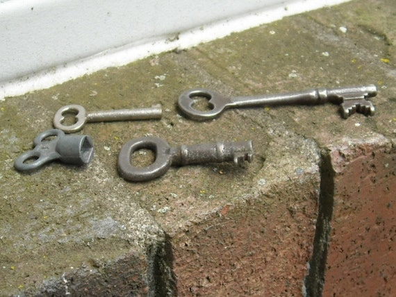 Vintage Rustic Keys / Steampunk Art / Skeleton Keys