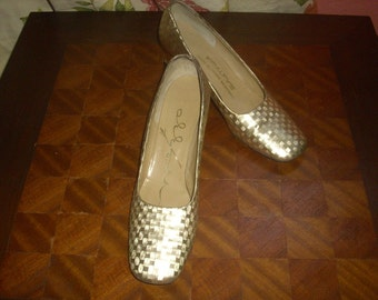 Gold Hologram Design Low Heeled Pumps 1960's or 70's  Kiralfy's Size 7