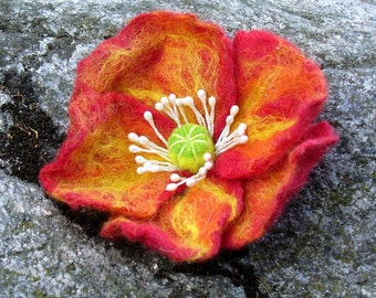 FLOWER handfelted brooch POPPY