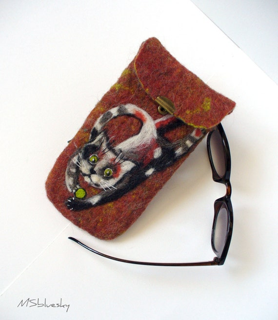 Wet Felted  Kitty playing Eyeglasses Case Ready to Ship with bag  metal closure  button  handmade gift for her under 50 USD