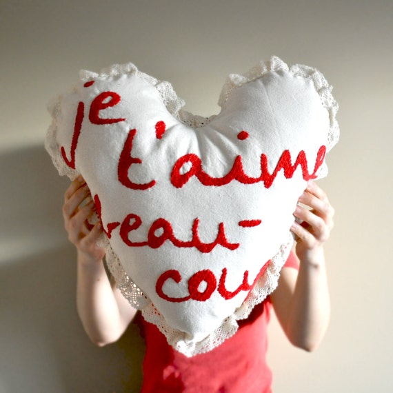 Je taime beaucoup I love you in French Embroidery Pillow Cushion Heart Valentines Day