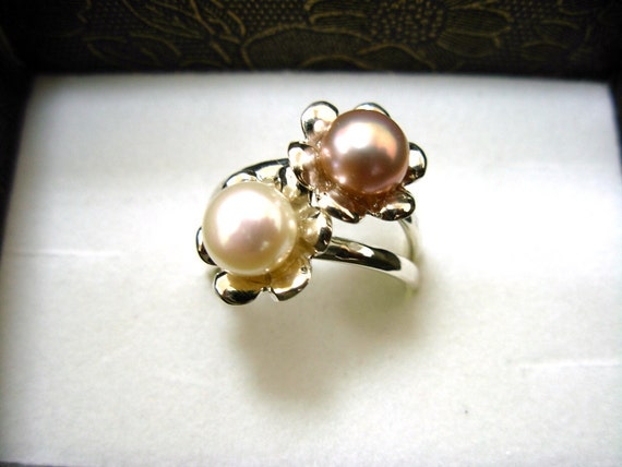 Stacking Silver Rings with Color Pearl in Flower.floral bridal jewelry - ElenadE