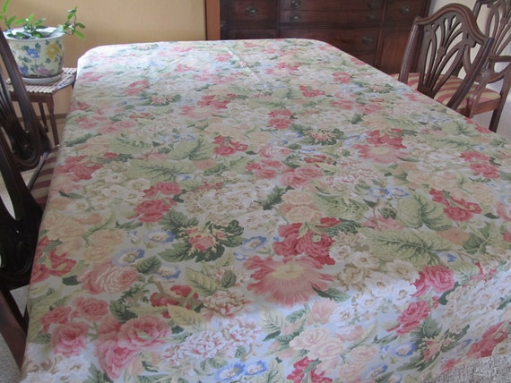 Old Fashioned Floral Table Cloth and Ten Napkins