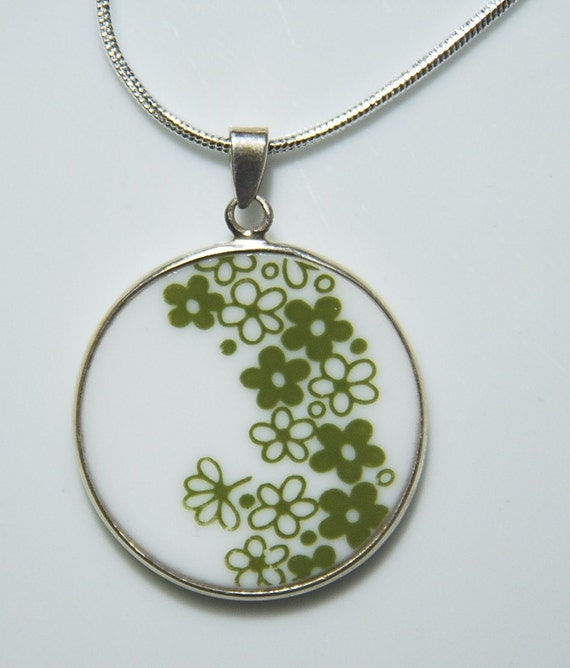 Perfect Gift for any Collector: Pyrex Corelle Green Spring Blossom Round Necklace