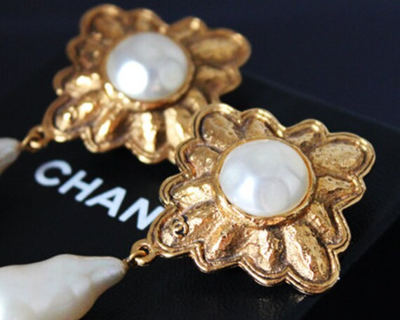 CHANEL Drop Earring Pearl Gold Logo Vintage 1980s Express Shipping