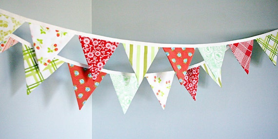 Festive Christmas Bunting Decoration / Holiday Party Decoration / Fabric Bunting Banner / Red and Green / Christmas Party Decoration