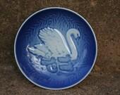 Mors Dag Bing & Grondahl Mother's Day Collector's Wall Plate Swan 1976 Cobalt Blue