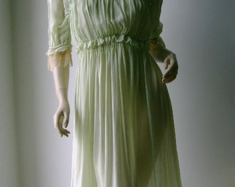 Gorgeous Victorian hand made silk / lace minty dress