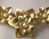 Vintage Signed Sarah Coventry Brooch Goldtone Flowers With Faux Pearls