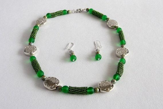 Beadwoven necklace choker earrings set, beadwork green, silver metal handmade, gift for her
