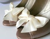 BOW BELLES - Ivory Cream Satin Shoe Clips