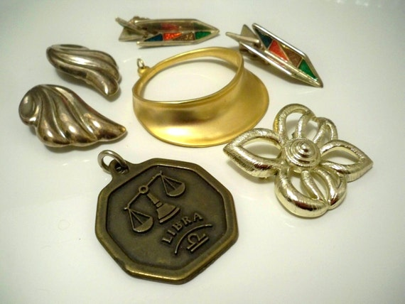 Jewelry lot - Destash assorted vintage jewelry pieces - Goldtone - Jewelry making supply - cheesegrits