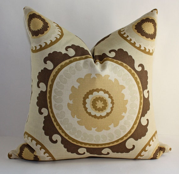 ONE - Bold Circular Suzani Pillow Cover/ 12 x 20