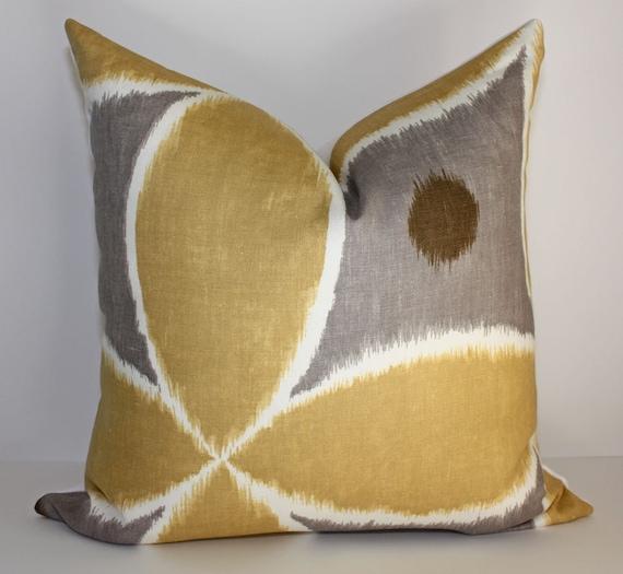 Ikat Leaf Design Pillow Cover / 18x18