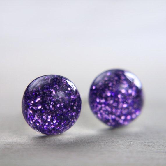 globe earrings in sparkly amethyst purple - 8mm - purple glitter round resin stud earrings
