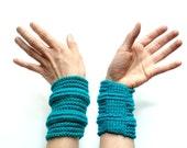 Emerald rib cage cuff - summer fashion - crocheted vegan acrylic - Ready Handmade by dslookkin on Etsy