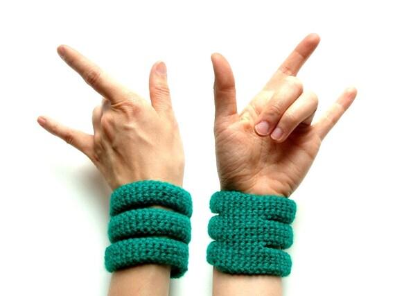 Crocheted bracelet in green - three rib cage cuff - fall fashion - vegan acrylic - Ready Handmade by dslookkin on Etsy