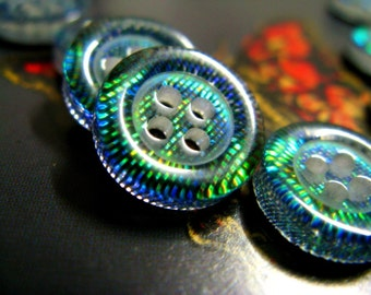 10 Green Laser Reflective Plastic 4 hole Buttons. 0.51 inch.