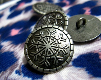 Snowflakes Metal Buttons - LOVELY SNOW FLAKES Pattern Vintage Gunmetal Shank Buttons. 0.79 inch. 10 in a set