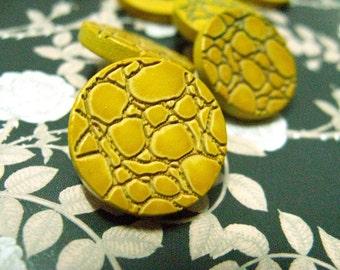 Wooden Buttons - Bump Texture Yellow Wood buttons.Self shank. 0.71 inch. 10 pcs