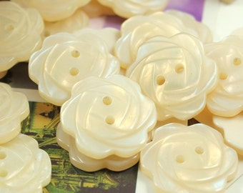 Flower Plastic Buttons - Glossy Champagne Color Flower in Full Bloom Plastic Buttons. 6 in a set, 1 inch