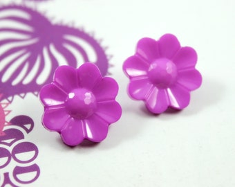 Flower Plastic Buttons - Purple Pink Flower in Full Bloom Plastic Buttons. 10 in a set, 0.63  inch