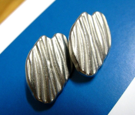 Metal Buttons - Amazing 10 Pieces Of ASYMMETRICAL Bump Stripes Silver Buttons. 0.71 inch