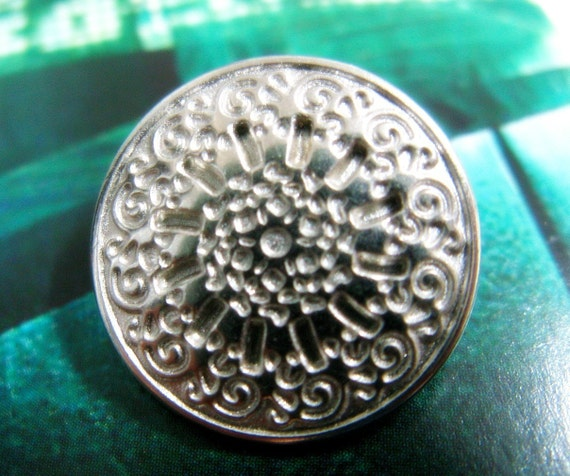 Shiny Silver Intaglio Flower Lattice Metal Buttons. 0.67 inch, 10 pcs