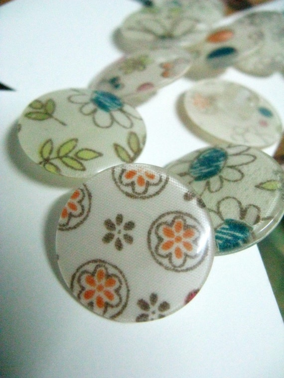 Lot 9 Pieces of Hand Draw Style Lovely Scattered Flower Fabric Picture Buttons,Each is unique.  0.95 inch