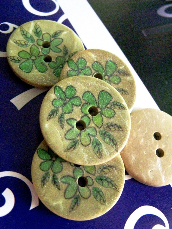 Wooden Buttons - Set 10 Freshness Green Blossom Pattern Wood Buttons. 0.59 inch
