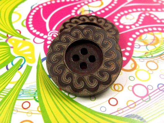 Wooden Buttons - Japanese Style Center Depression Wooden buttons with Khaki Petal Pattern Border. 0.90 inch. 10 in a set
