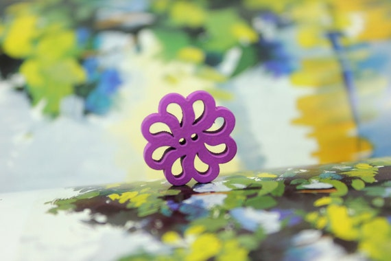 Purple Flower - 10 Pieces Of Openwork Purple Daisy-shaped Wooden Buttons. 0.79 inch