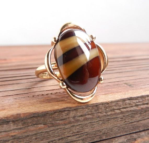 Brown Stone Ring - Vintage Adjustable Gold Tone Costume Jewelry / Caramel Mocha Stripes