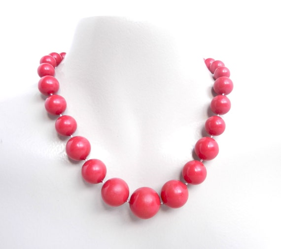 Retro Red Beaded Necklace - Chunky Bright Costume Jewelry / Graduated Cherries