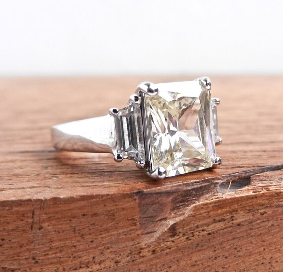 Princess Cut Yellow Stone Ring - Vintage Silver Tone Size 6 Cocktail Costume Jewelry / Light Yellow Sparkle