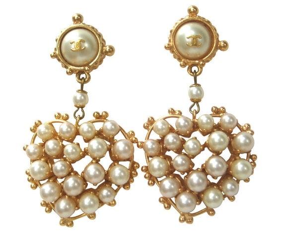 CHANEL Exquisite Pearl Hearts Earrings for Pierced Ears