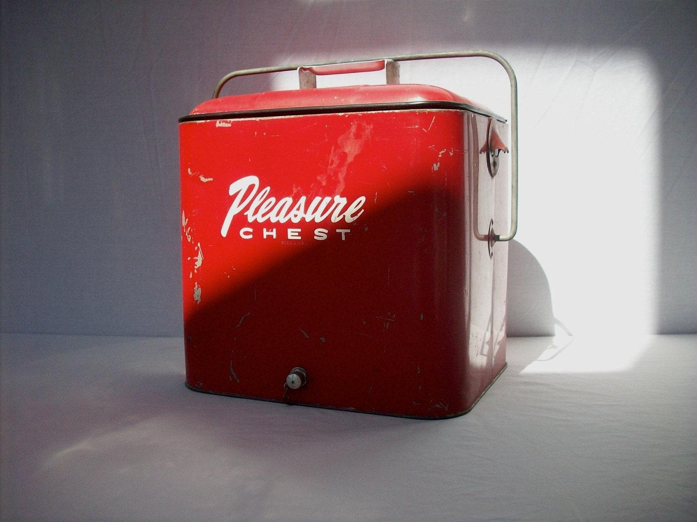 Cooler Pleasure Vintage Pleasure Chest Cooler